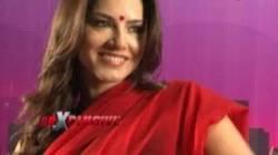 Sunny Leone's unseen saree act